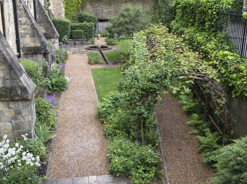 aa84f7aa4ef1f The History of Landscape Design in 100 Gardens - Linda A. Chisholm ...